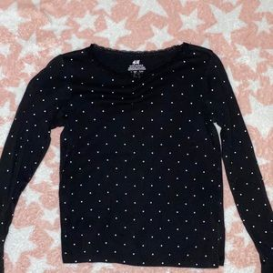 H&M girls long sleeved shirt size 6-8used